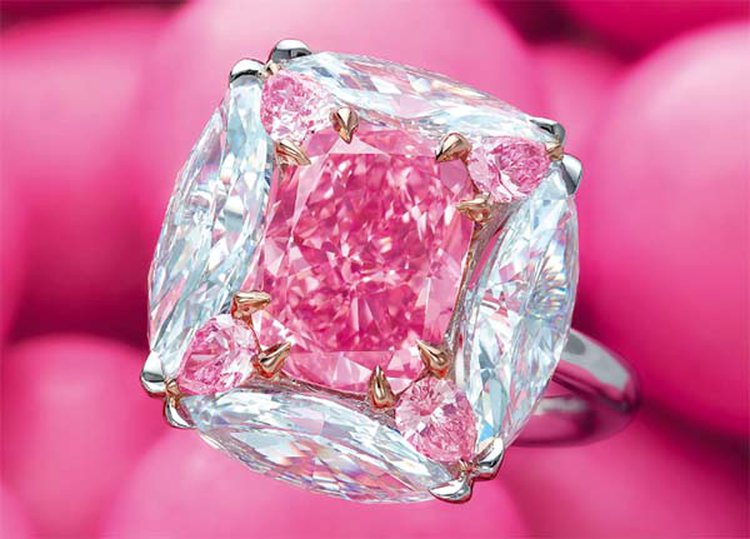 d9e354098 Flawless 'Bubble Gum Pink' Diamond Fetches $7.5 Million at Christie's Hong  Kong